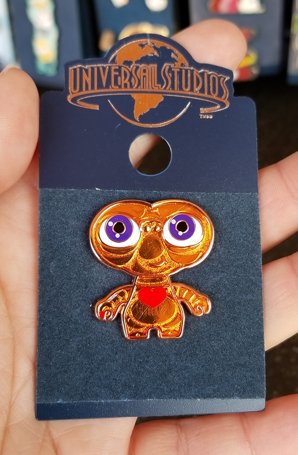 E.T. the Extra Terrestrial Universal Studios Trading Pin – ET with Heart