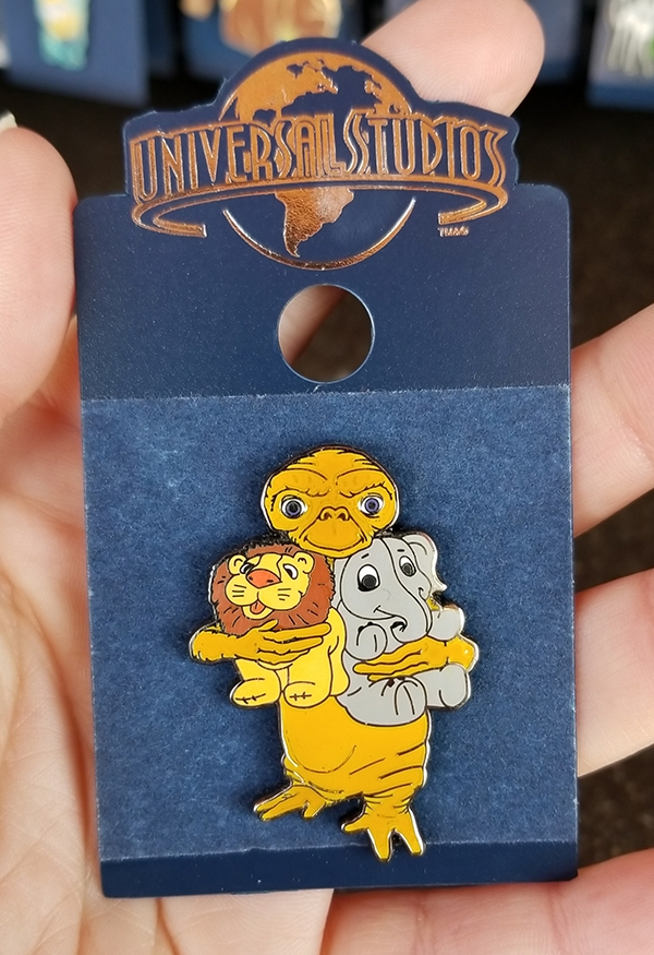 E.T. the Extra Terrestrial Universal Studios Trading Pin – ET Hugging Toys