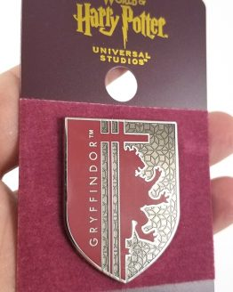 Wizarding World of Harry Potter Universal Studios Parks 2019 Trading Pin - Gryffindor Red Shield