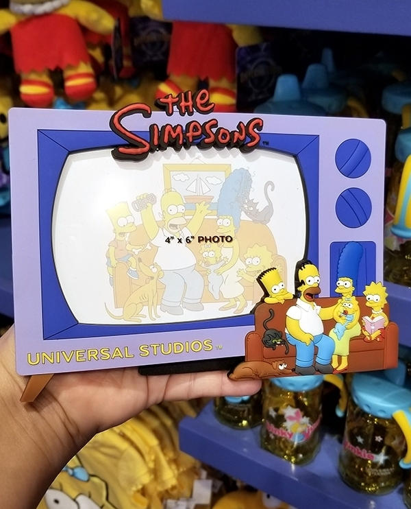 The Simpsons Universal Studios Parks PVC 4x6 Photo Frame TV Family on Couch
