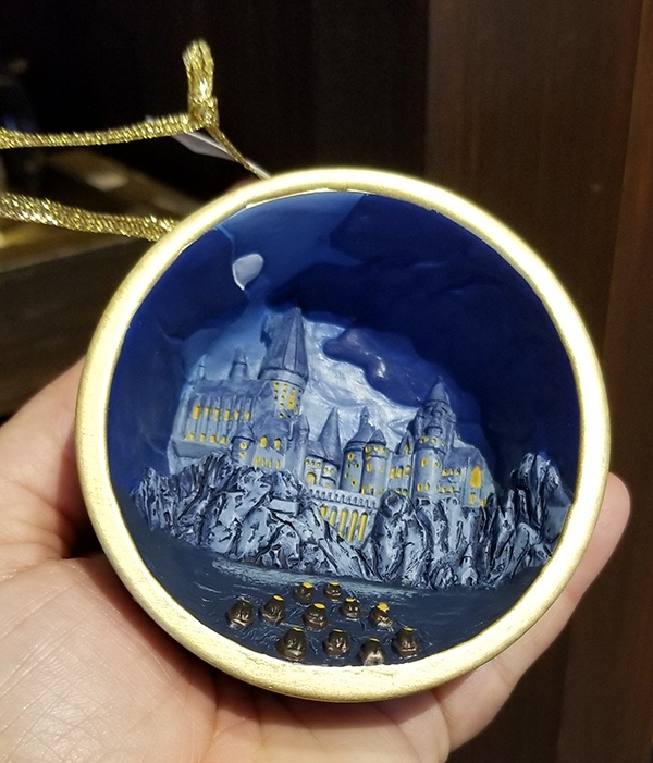 Wizarding World of Harry Potter Universal Studios Parks Holiday Ornament Hogwarts Castle Relief Globe